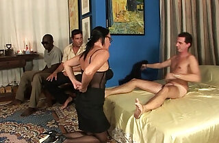 Milf in gang bang, anal, double penetration and cumshot in the face!!!