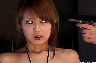 Japanese babe gives a hot double blowjobs uncensored