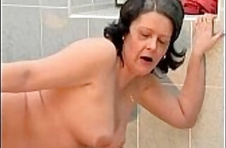 Nasty housewive gets cunt fucked
