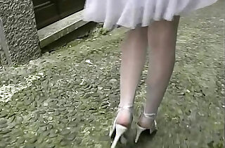 Hot amateur brunette flashing her legs and pussy before an outdoor blow job